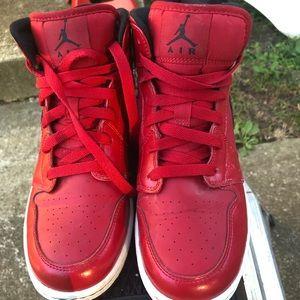 🎉🍁🍄🍁🎉Nike air Jordan XC youth red sneakers 🍁